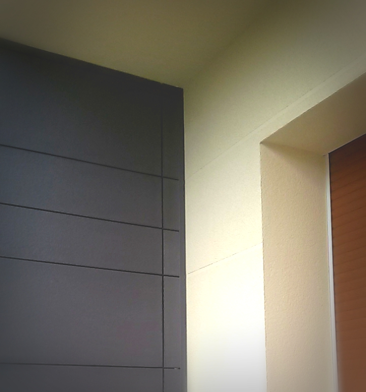 En cuentro de fachada ventilada y SATE